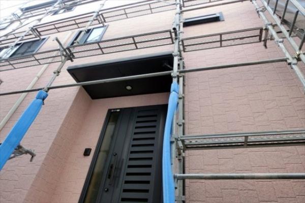 屋根塗装をご依頼の際は外壁塗装と併せて行うことで様々なメリットがあります。